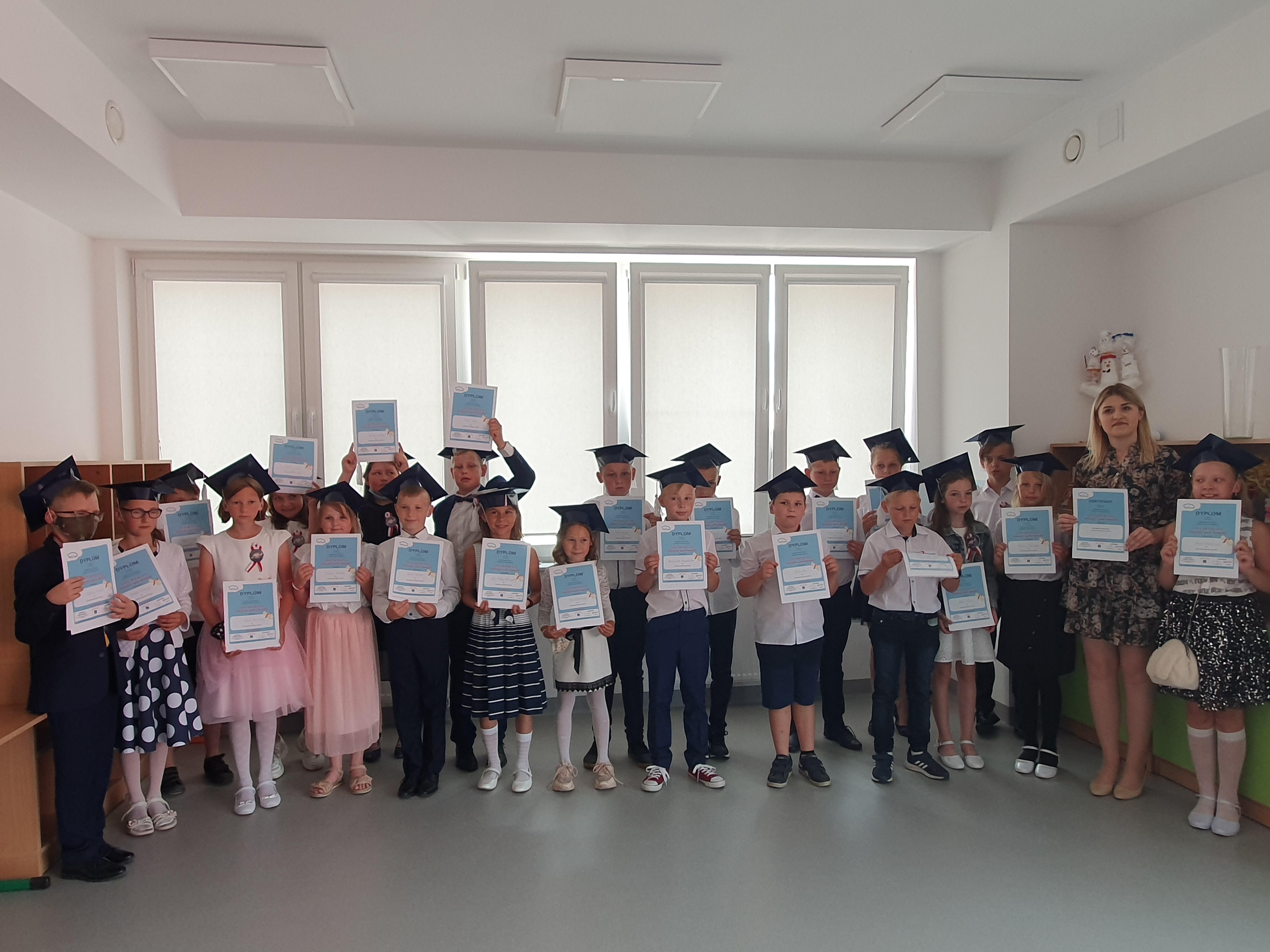 Międzynarodowy Projekt Edukacyjny - Czytam z klasą lekturki spod chmurki